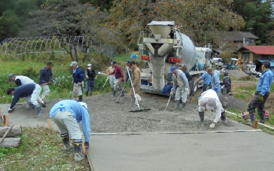 農道のコンクリート舗装